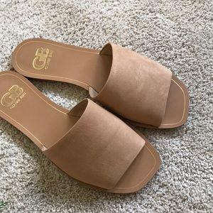 Gianni Bono} Suede Flat Sandals